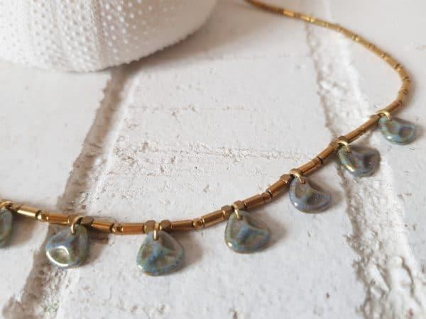 collier hématite et pétale de verre